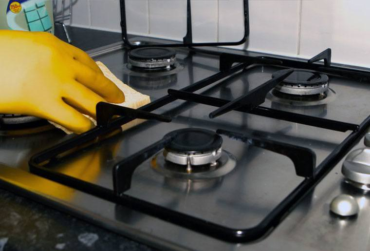 Cleaner wiping gas hob